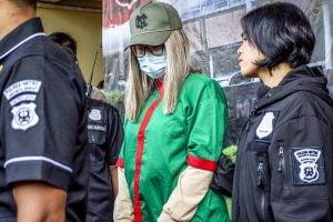 Polisi menghadirkan artis Lucinta Luna (tengah) pada rilis kasus narkoba di Polres Metro Jakarta Barat, Rabu (12/2/2020).