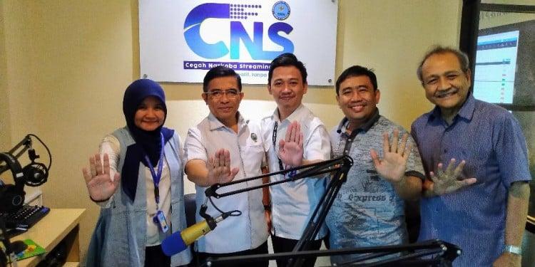 Anjan menerima Pengurus Asosiasi Media Digital Indonesia di studio radio BNN, Jakarta