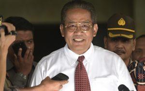 Kabareskrim Komjen Pol Anang Iskandar memberikan keterangan pers seusai melakukan rapat koordinasi di gedung KPK, Jakarta, Kamis (5/11).
